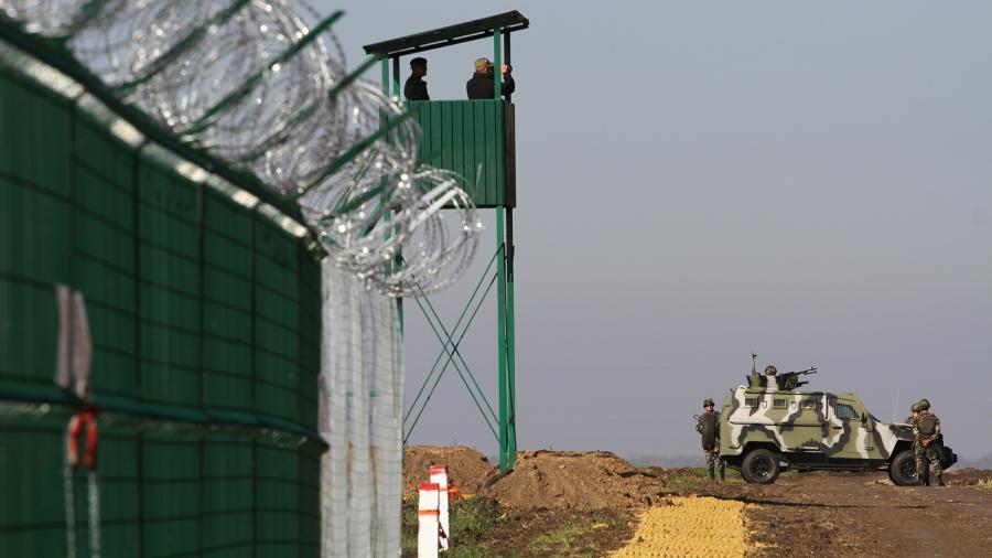 На Украине рассказали о затратах на отгораживающую от России «стену Яценюка»