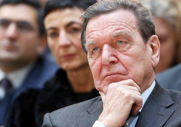 Шредер назвал законным присоединение Крыма к России