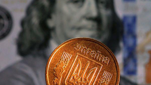 Зеленского попросили сделать доллар национальной валютой