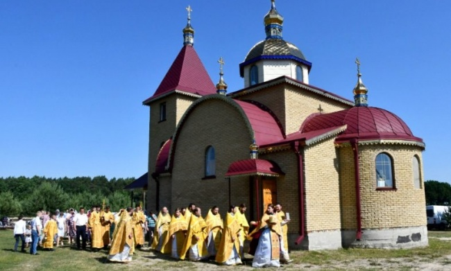 Православные Волыни просят Зеленского защитить их от рейдеров-раскольников