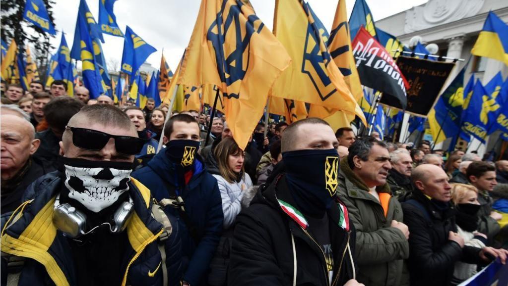 Националисты анонсировали срочное обращение после начала разведения сил в Донбассе