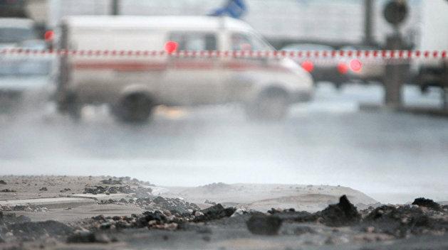 Девять человек пострадали в результате прорыва теплосети в Киеве