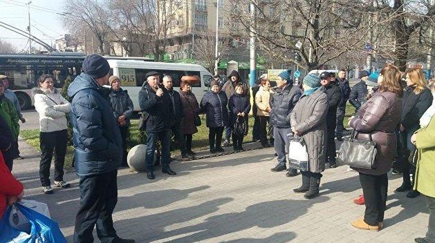 «Почему вы поддерживаете олигархов, а нас уничтожаете?»: запорожские торговцы взбунтовались против Зеленского и карантина
