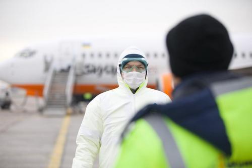 «У людей нет возможности сидеть три месяца дома»: премьер Шмыгаль хочет ослабить карантин на Украине