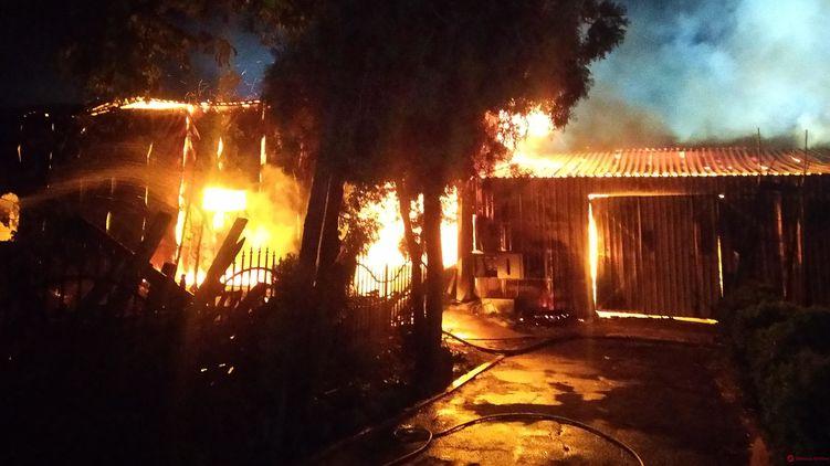 В Одессе ночью горели здания Свято-Успенского мужского монастыря. Фото