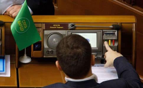 """Рада изменила регламент для принятия """"антиколомойского"""" закона"""