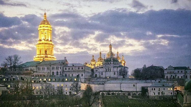 Зеленский отправил в Кабмин подписантов петиции о том, чтобы отобрать Киево-Печерскую лавру у УПЦ