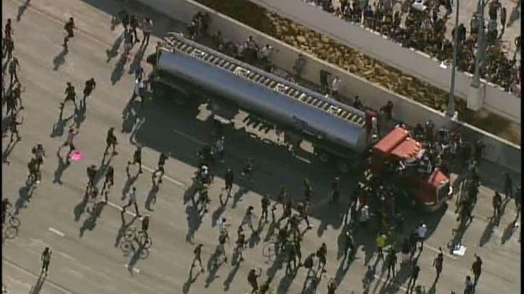 В Миннеаполисе украинец направил грузовик в толпу протестующих