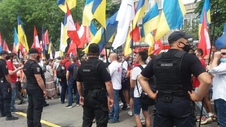 """Полиция задержала 15 радикалов, нападавших на колонну митинга """"Партии Шария"""""""