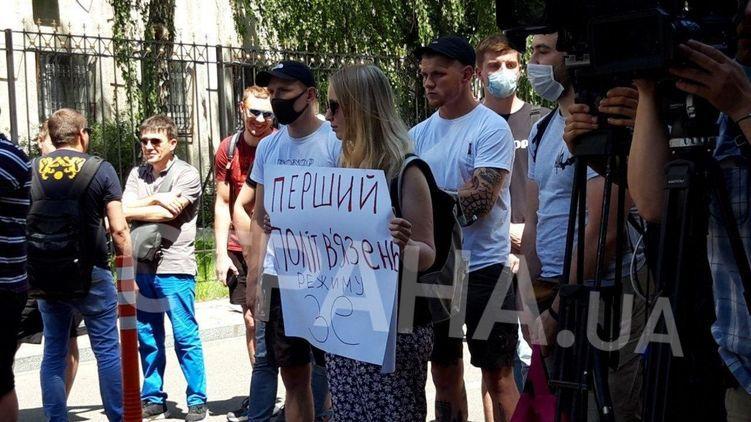 """""""Плюйте им в еб*ло, если будете видеть"""". Под СБУ группа поддержки Стерненко призвала к унижениям журналистов"""