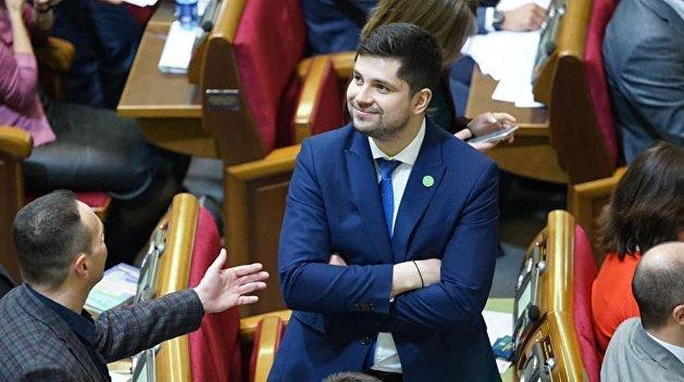 «Забросают камнями»: депутат Рады предложил закупить российскую вакцину от коронавируса