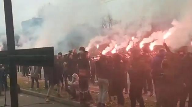 Националисты устроили акцию у российского посольства в Киеве