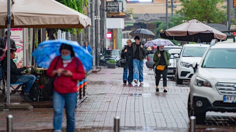 Украинцы, гуляющие на улице