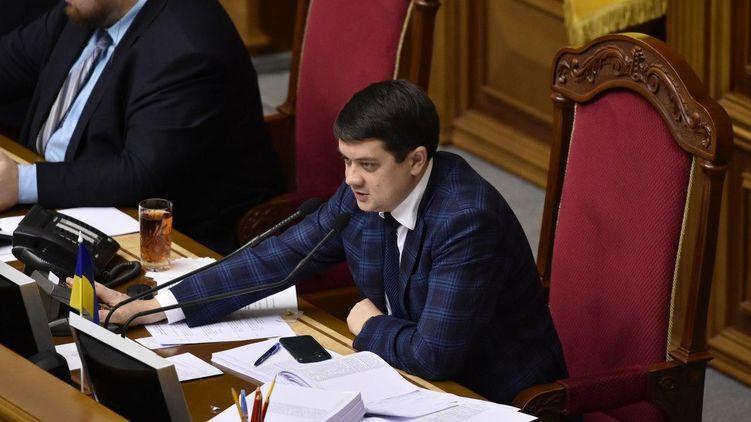 Разумков продвигает в Раде свой законопроект по КСУ. За него могут найтись голоса. Фото
